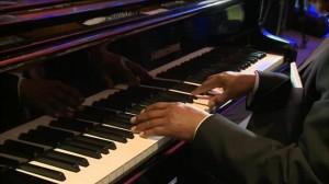 _63552450_pianist
